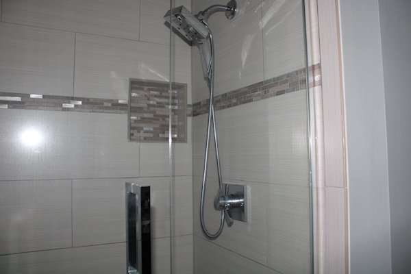 3684 Kingsway Drive En Suite Bathroom Shower Image